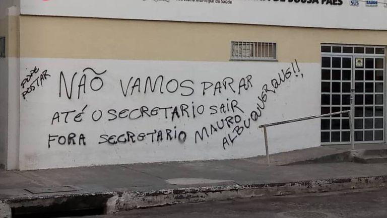 Mensagem deixada em um posto de saúde durante os ataques.