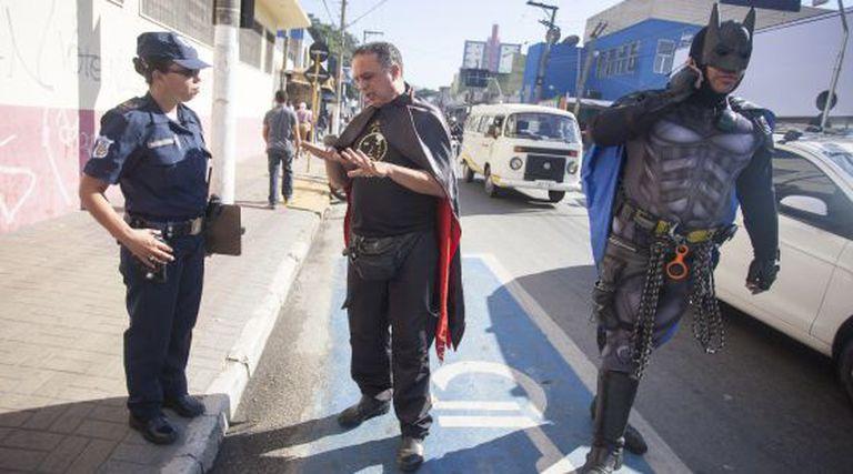 Vampiro e Batman em Itapevi (São Paulo).