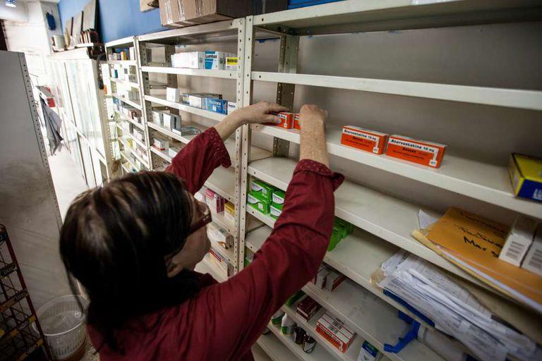 Farmácias como esta, em Caracas, sofrem com a falta de medicamentos essenciais