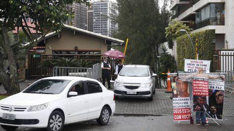 Entrada do condomínio onde Jair Bolsonaro tem casa, no Rio de Janeiro, em outubro de 2018.