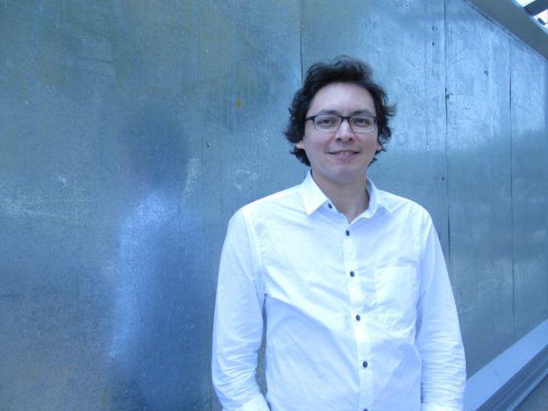 O escritor Carlos Yushimito.