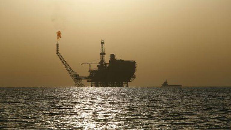 Uma plataforma petrolífera no litoral da Líbia.