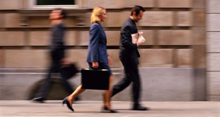 As mulheres tomam as decisões de forma mais participativa que os homens.