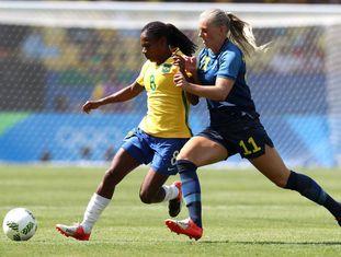 Brasil x Suécia: Formiga e Stina Blackstenius.