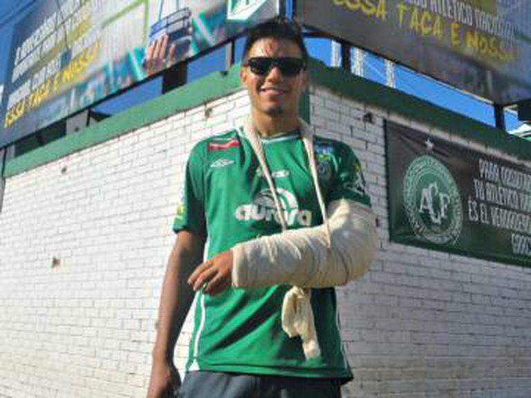 Leonardo foi ao jogo da Libertadores com o braço quebrado.