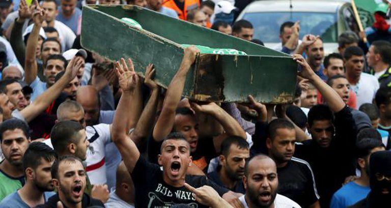 Enterro de um jovem morto durante confronto em Jerusalém Oriental.