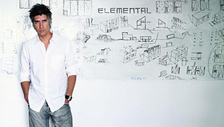 O arquiteto Alejandro, em seu escritório ELEMENTAL, Pritzker 2016