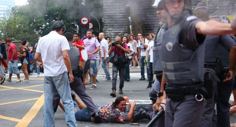 Ação da polícia contra ambulantes na av. Paulista.