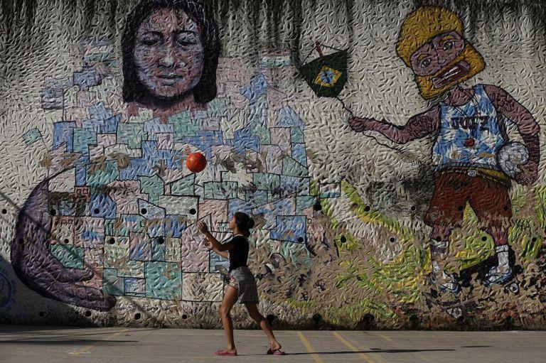 Menina no Vidigal (Rio).