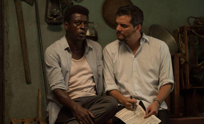 Seu Jorge e Wagner Moura durante filmagens de 'Marighella'.