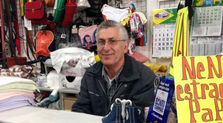 Comerciante da localidade uruguaia de Chuy, na fronteira com o Brasil.