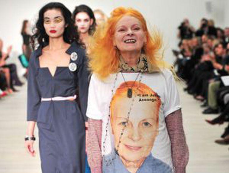 Vivianne Westwood comercializou uma camiseta em solidariedade a Assange.