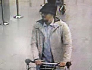 Mohamed Abrini, no aeroporto de Bruxelas.