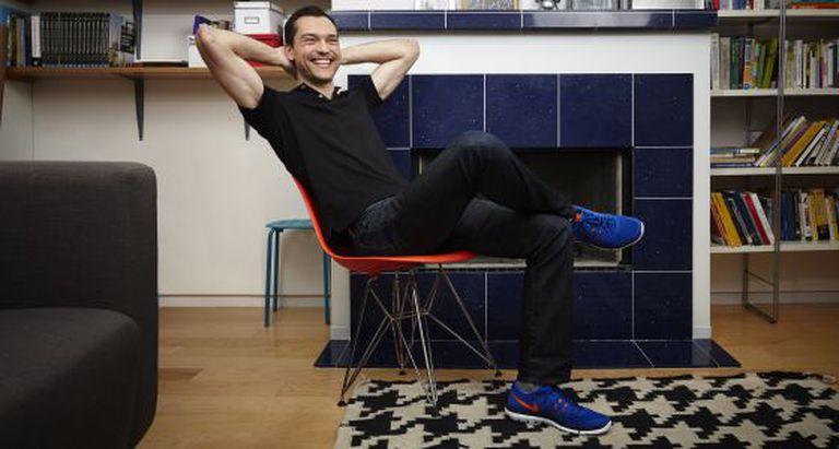 Nathan Blecharczyk, fundador da Airbnb na sede da empresa.