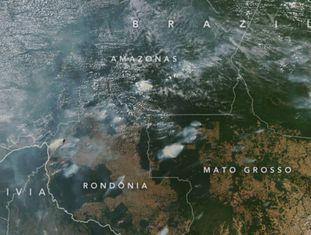 Imagem captada pelo satélite Aqua, da NASA, mostra vários incêndios nos Estados de Rondônia, Amazonas, Pará e Mato Grosso em 13 de agosto de 2019.