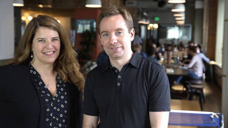 Lynn Fox e Sandy Parakilas, ex-funcionários do Google e do Facebook e agora críticos das tecnológicas, em San Francisco.