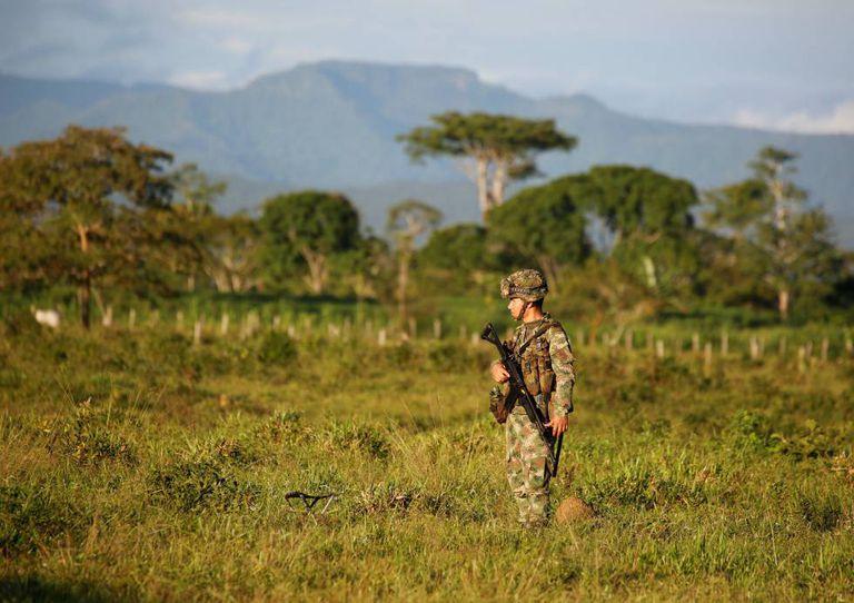 Militar colombiano em uma antiga zona de ocupação das FARC.