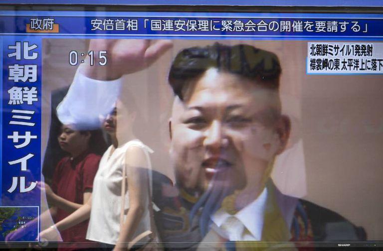 Telas nas ruas de Tóquio mostram a imagem de Kim Jong-un.