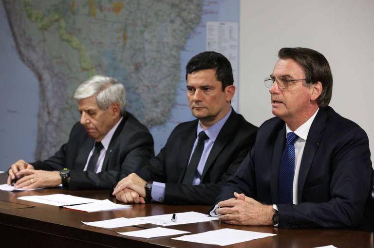 Bolsonaro ao lado de Moro e Heleno.