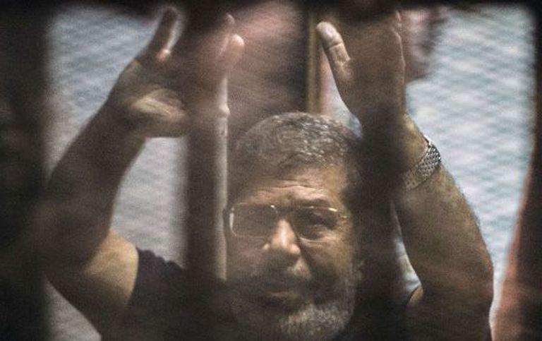 O ex-presidente Morsi depois da sentença no mês passado.