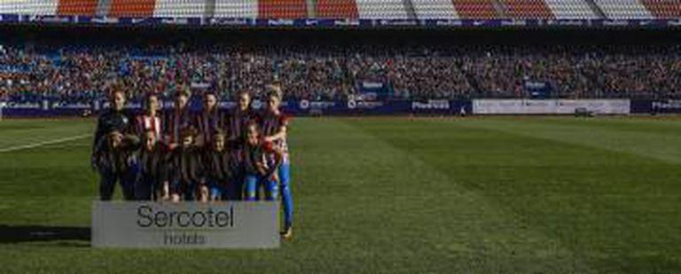 As jogadoras do Atlético, antes de seu primeiro jogo no Calderón