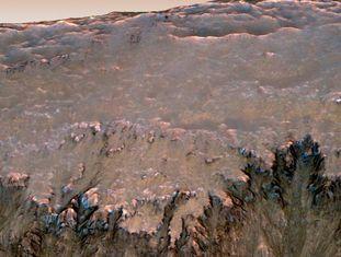Possíveis rastros de água líquida em Marte, fotografados pela sonda 'MRO'