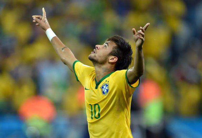 Neymar comemora o primeiro gol no Itaquerão.