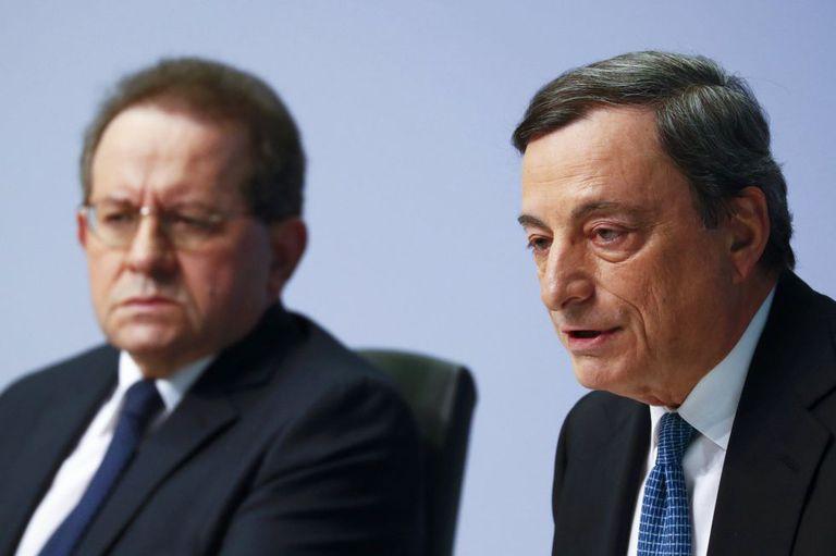 Vítor Constancio e Mario Draghi, na quinta-feira, em Frankfurt.