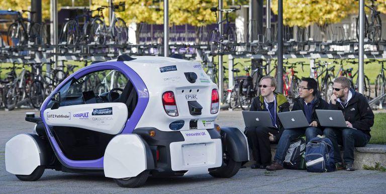 O conceito binário do automóvel atual – um carro, um ocupante – gradualmente dará lugar à mobilidade compartilhada: o carro robotizado otimizará seus deslocamentos porque terá diferentes usuários e passageiros ao longo do dia.