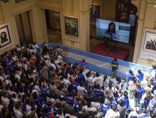 Galeria na Casa Rosada com Néstor Kirchner, Chávez, Che Guevara e Allende.