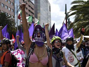 Milhares de mulheres ocupam neste domingo as ruas de várias cidades do México contra a violência gênero e para pedir Justiça.