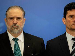 O procurador Augusto Aras e o ministro Sergio Moro na cerimônia de posse na PGR.