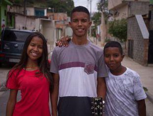 Três irmãos do Rio cultivam com dificuldade um talento raro. Eles têm ouvido absoluto, habilidade que acompanhou gênios como Mozart e que identifica notas musicais com extrema facilidade