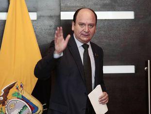 O procurador-geral do Equador, Carlos Baca Mancheno, em uma coletiva de imprensa.
