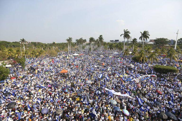 Milhares de pessoas no protesto de sábado em Manágua.