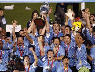 A seleção uruguaia comemora o título da Copa América de 2011.