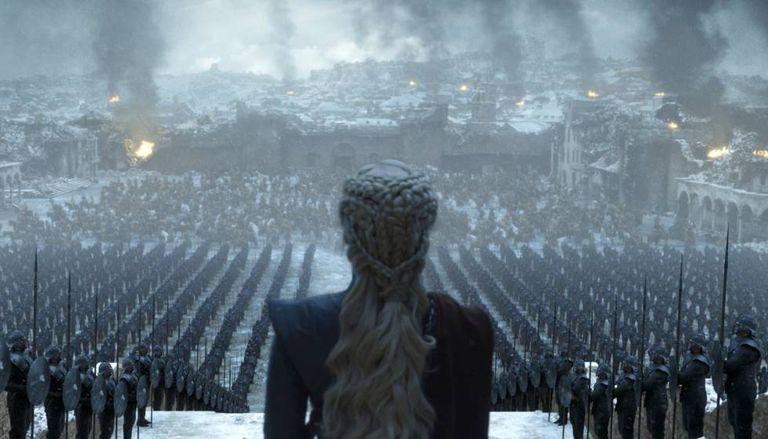 A atriz Emilia Clarke em uma cena da temporada final de 'Game of Thrones'.