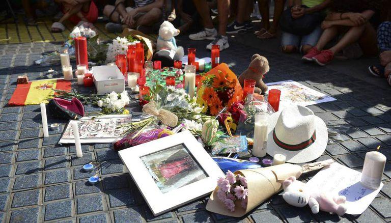 Homenagens às vítimas do ataque em La Rambla.