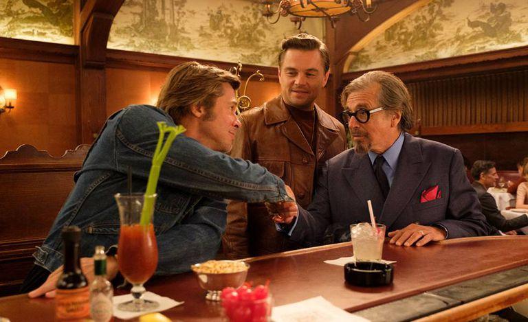 Brad Pitt, Leonardo DiCaprio e Al Pacino em uma cena de 'Era uma Vez em... Hollywood', último filme de Tarantino que estreou nesta quinta-feira, 14 de agosto.