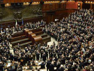 Os senadores, deputados e representantes regionais, no Parlamento italiano.