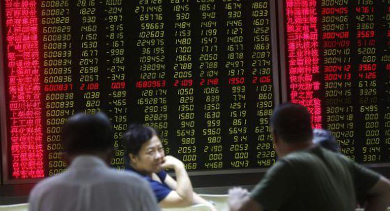 Telão na Bolsa de Xangai.