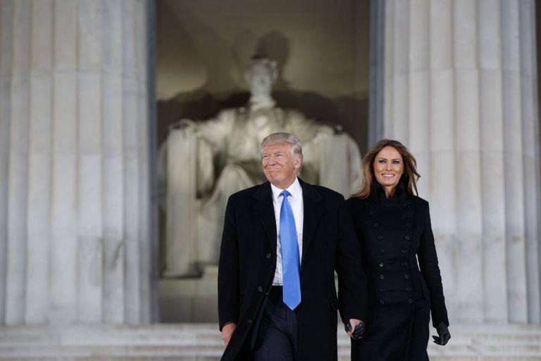 Donald e Melania Trump, nesta quinta-feira, véspera da cerimônia de posse, em Washington.