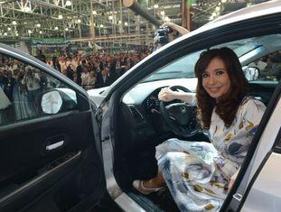 Kirchner durante o lançamento de um carro na Argentina, esta semana.