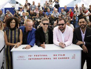 O diretor e estrelas do elenco de 'Bacurau' durante o Festival de Cannes.