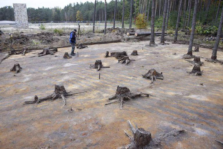 Escavações no terreno onde se encontrava o campo de concentração de Sobibor.