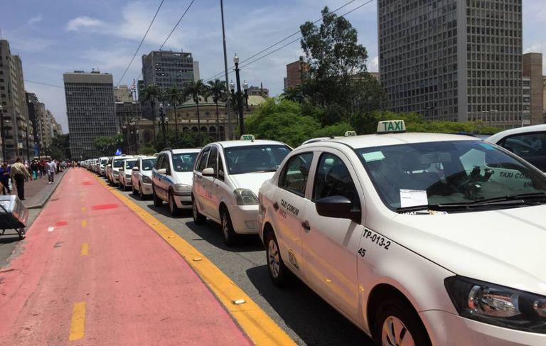 Ato de taxistas em São Paulo em novembro. Nesta terça, houve novos protestos.