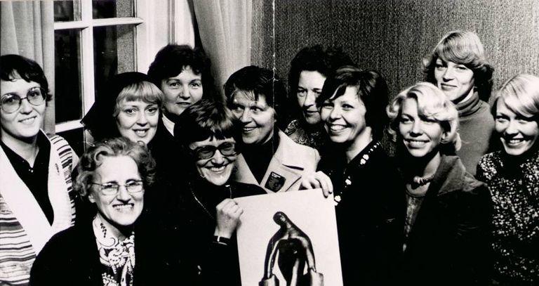 Algumas das organizadoras do 'dia de folga das mulheres'. A terceira à direita é Gerdur Steinthorsdottir.